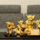 Đại gia chi cả trăm triệu mua heo đúc vàng nguyên khối cầu tài lộc năm mới